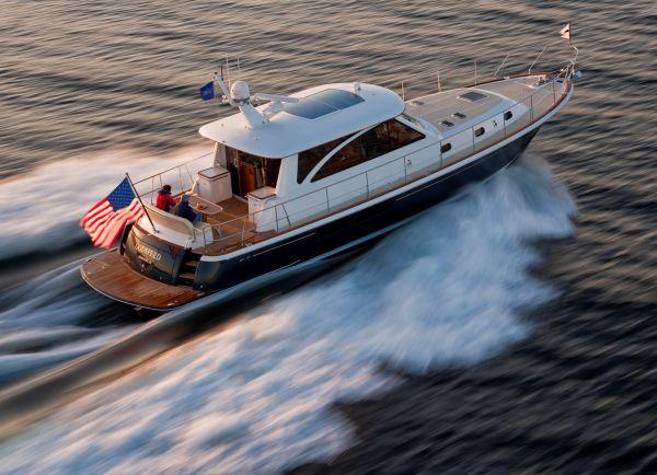 Hunt Yachts Express Cruiser Hunt 52 Express Cruiser Stern Angle Running