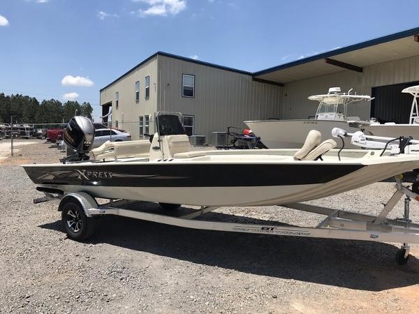 Xpress Boats Xplorer CC Series XP20CC