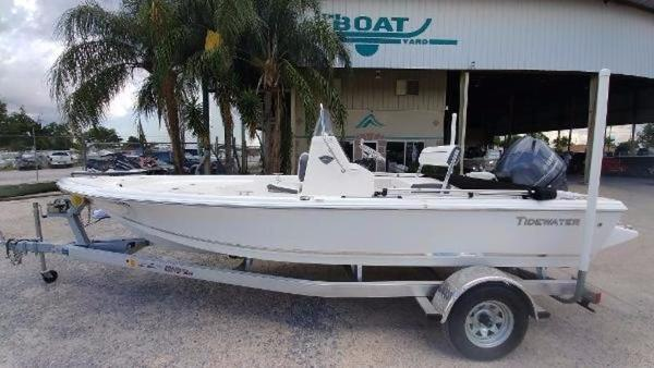 Tidewater Boats Bay Max 1800