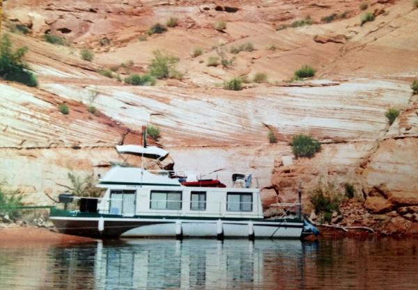 CRUISE-A-HOME Houseboat