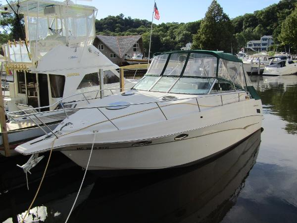 Crownline 290 CR Exterior View