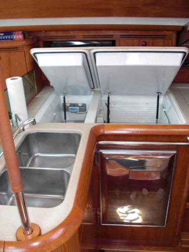 Jeanneau 49DS fridge, freezer and sinks