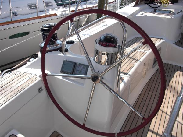 Jeanneau 49DS port wheel