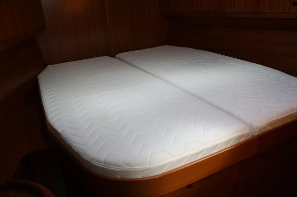 Jeanneau 49 DS unmade centerline berth