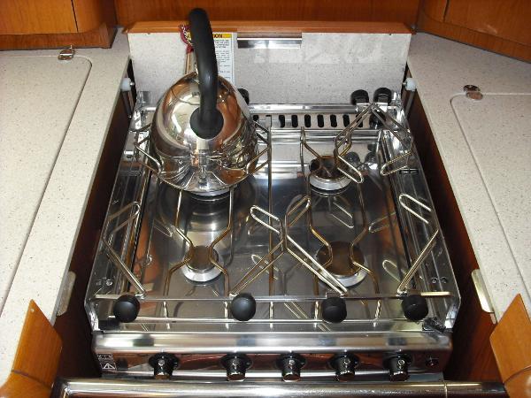 Jeanneau 49DS stove