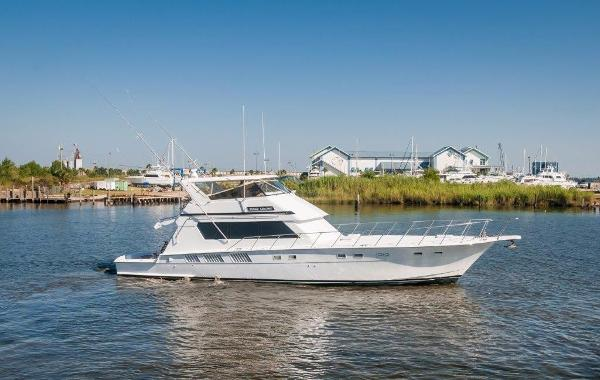 Hatteras 65 Convertible Starboard Profile