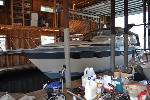 Cruisers Yachts Ultra Vee 336