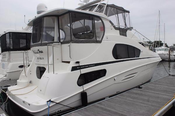 Silverton 39 Motor Yacht Stbd view