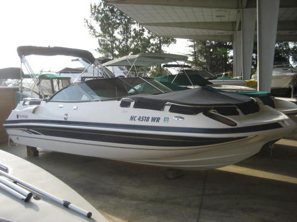 Harris-Kayot S228 Deckboat