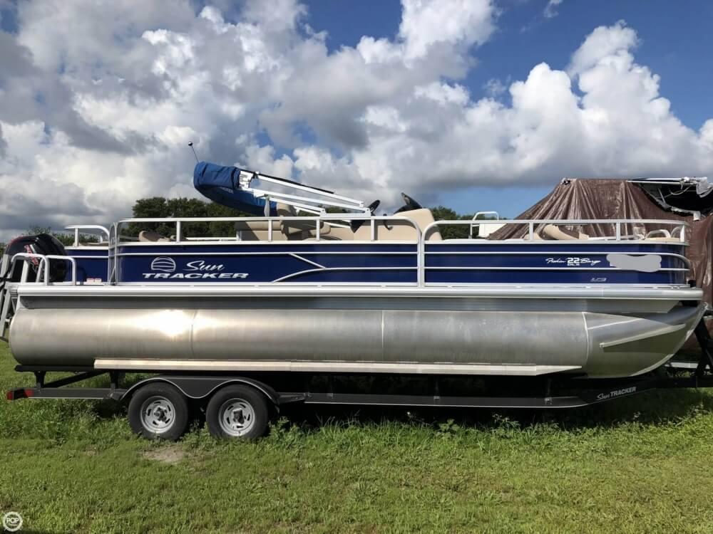 Sun Tracker Fishin' Barge 22 DLX 2017 Sun Tracker Fishin' Barge 22 DLX for sale in Apollo Beach, FL