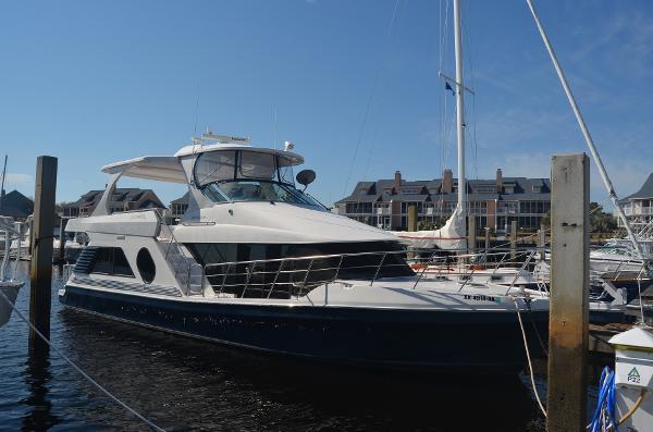 Bluewater Yachts 5200 Custom w/Cummins