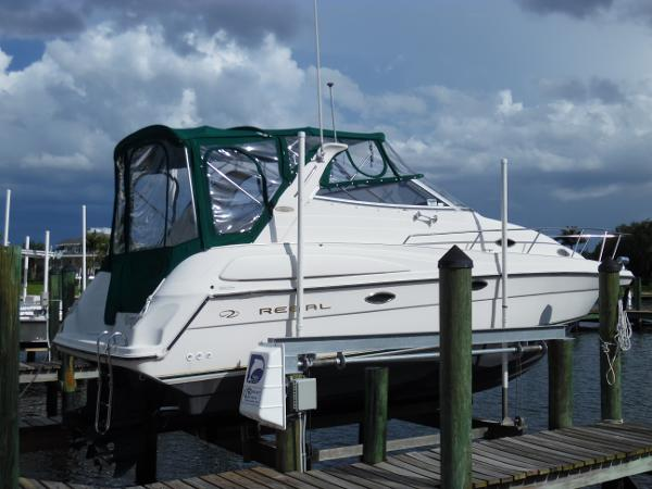 Regal 2760 Commodore Lift Kept Starboard Side