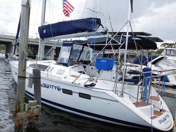 Hunter 40.5 Legend Port Side in Water