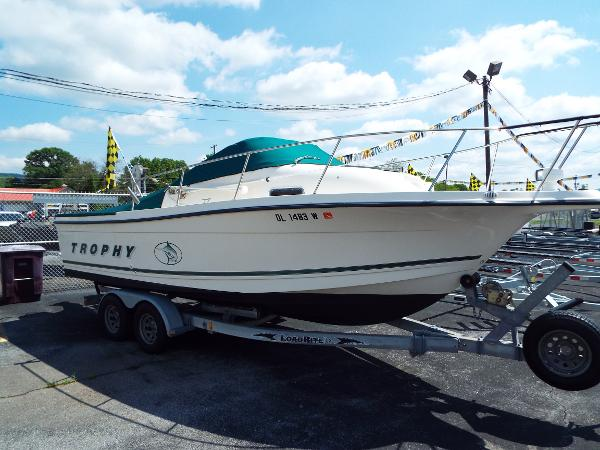 Bayliner 2302 Trophy Walkaround DX/LX