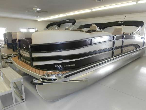 PREMIER BOATS Intrigue 250
