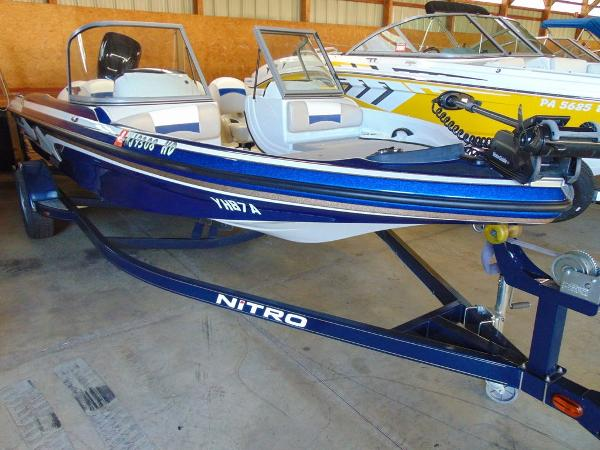 Tracker Nitro Z7 Sport