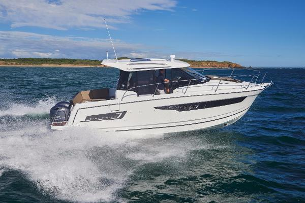 Jeanneau Merry Fisher 895 Manufacturer Provided Image