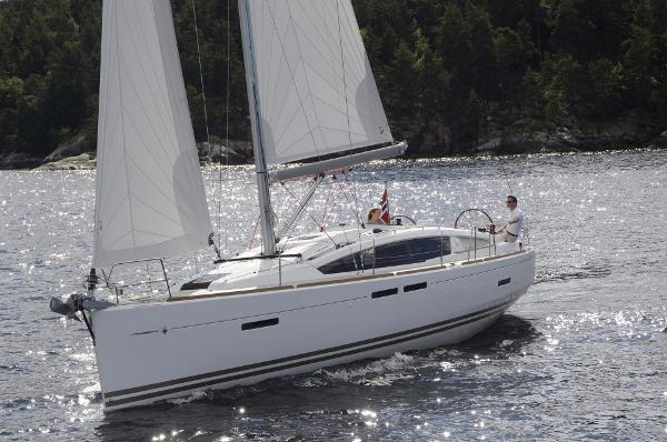 Jeanneau Sun Odyssey 41DS Manufacturer Provided Image