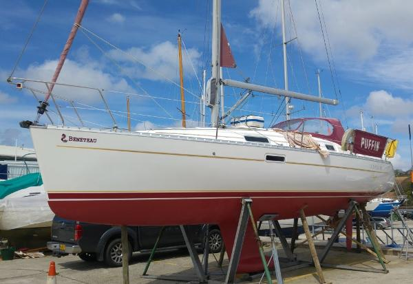 Beneteau Oceanis 311 Port side