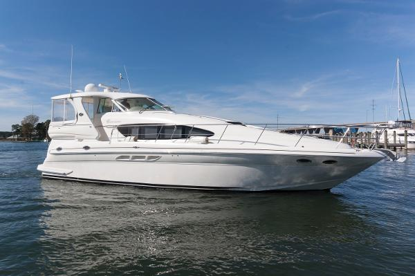 Sea Ray 480 Motor  Yacht Coming In