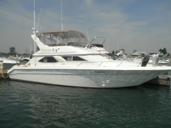 Sea Ray 440 Express Bridge Port