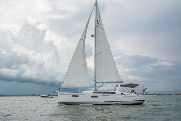 Beneteau Oceanis 38.1 afamada sailing