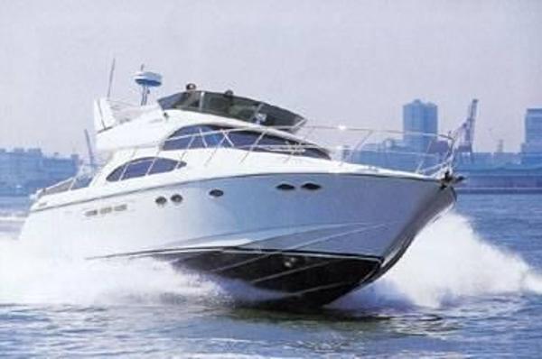 Dyna Yachts Flybridge 48