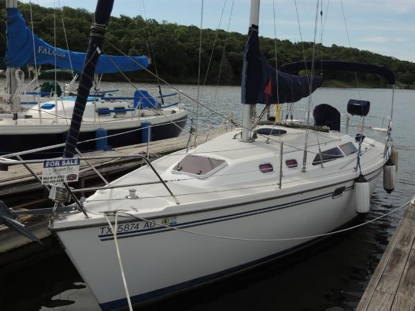 Catalina 320 Port Bow