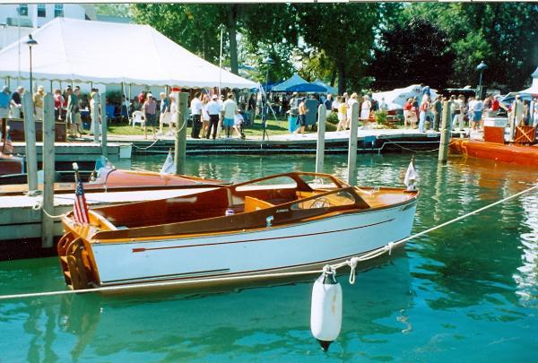 Schweizer Inboard utility in water