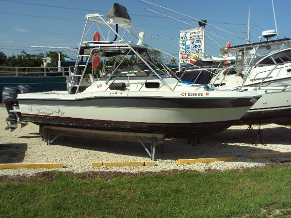Robalo R 2660 Cuddy