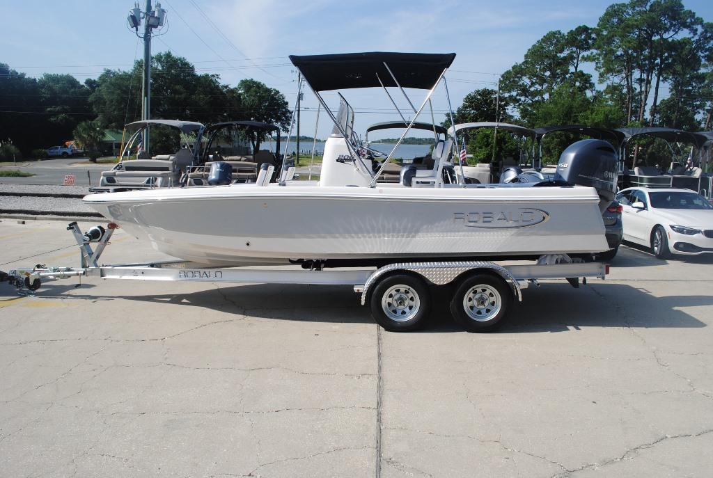 Robalo Bay Boats 206 Cayman