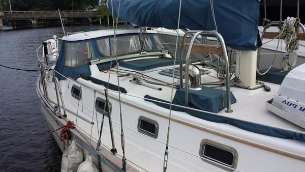 Pacific Seacraft 37 Profile
