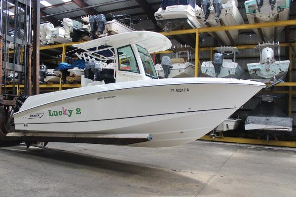 Boston Whaler 250 Outrage Vessel
