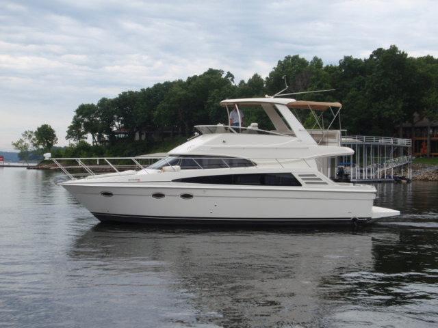 Carver 42 Motor Yacht
