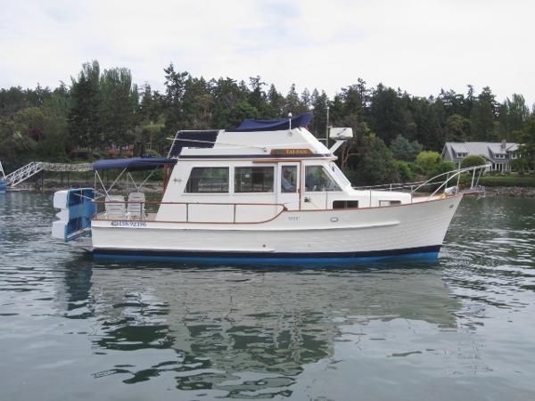 Island Gypsy Sedan Bridge Trawler