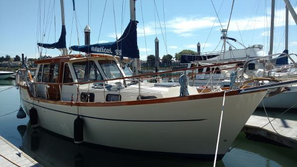 Nauticat 33 Starboard side
