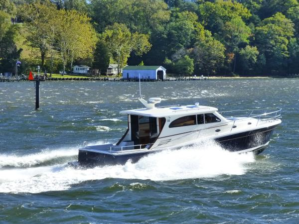 Rivolta 4.5L Coupe w/UltraJet Drives/bow thruster in excellent condition!