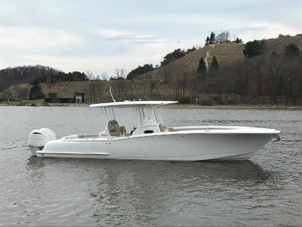 Mag Bay 33 Center Console DEMO - In Stock
