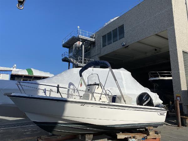 Boston Whaler 190 Outrage IMG_3788.jpeg