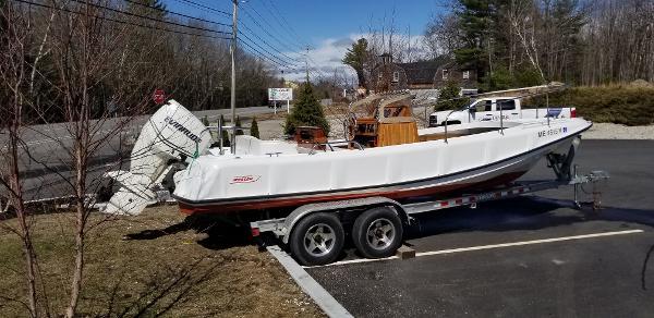 Boston Whaler Outrage 210
