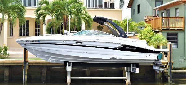 Cruisers Yachts 298SS Profile
