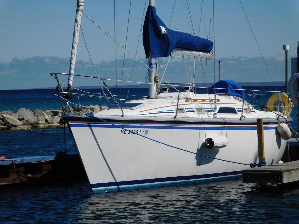 Hunter 31 Port bow