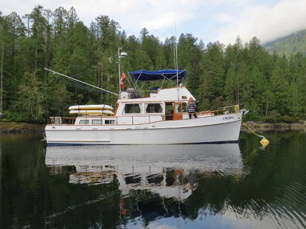 Grand Banks 42 Classic At anchor