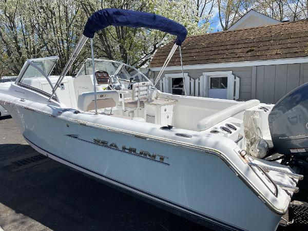 Sea Hunt Escape 234 LE
