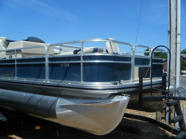 LOWE BOATS SF Pontoon 214
