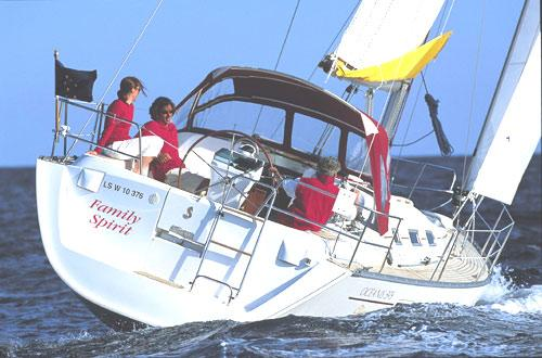 Beneteau Oceanis Clipper 393 Manufacturer Provided Image: Aft