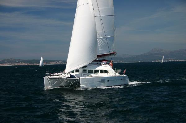 Lagoon 380 S2 'Owners Version' Lagoon 380 S2 'Owners version' - 2006