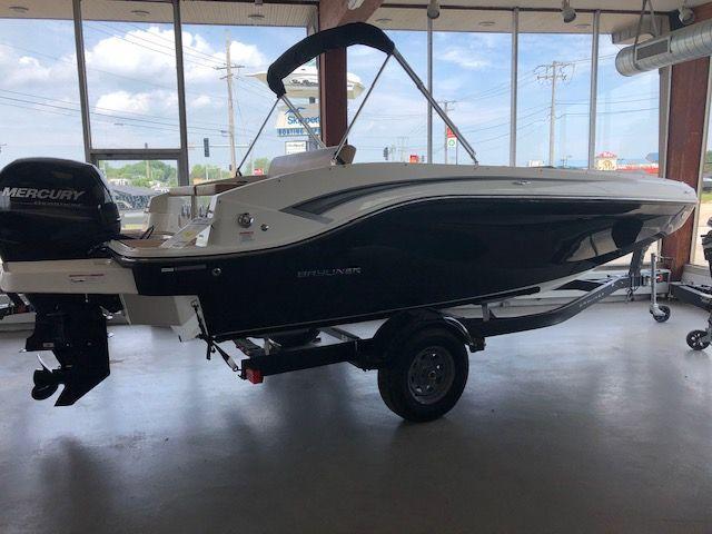 Bayliner Deck Boat DX2000