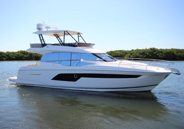 Prestige 520 Fly Hardtop Profile