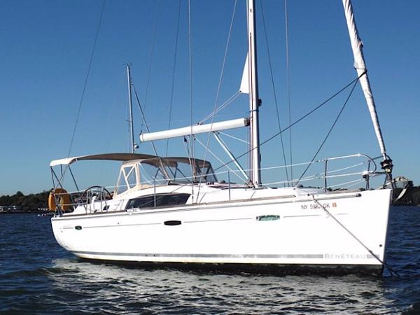 Beneteau 40 Starboard side